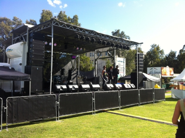 How to select the right stage equipment supplier for an outdoor event?